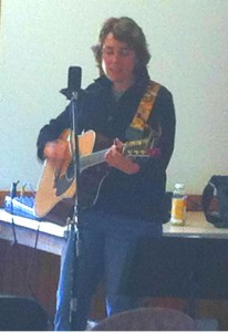 Heide Winzinger, an NJ born folk singer, performs at the Roundtable.